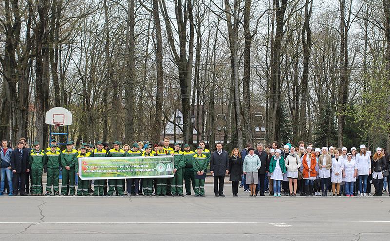 Смоленские студенческие отряды отправились на сельскохозяйственные работы в районы области