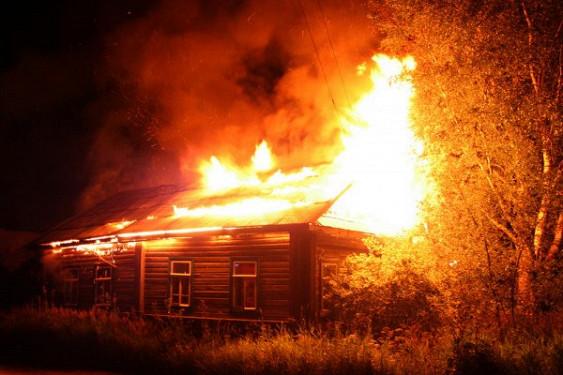 Смолянин избил мать и устроил пожар в ее доме