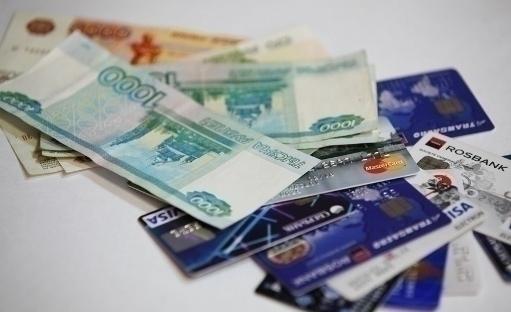 Смолянка потратила на одежду и обувь более 30 тысяч рублей с чужой банковской карты