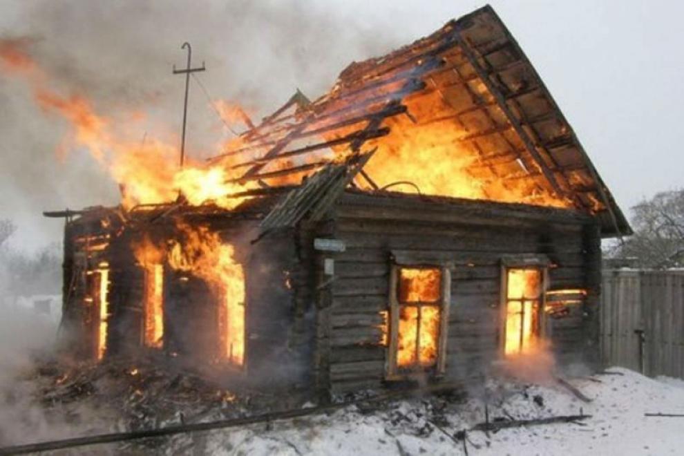 В Смоленском районе горел деревянный жилой дом