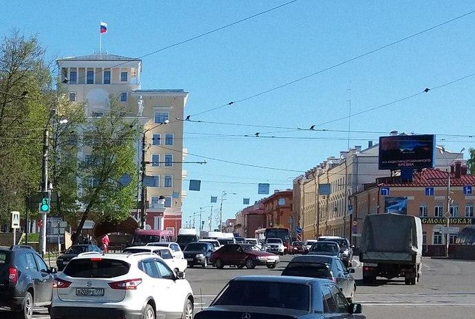 Центр Смоленска «застрял» в пробке