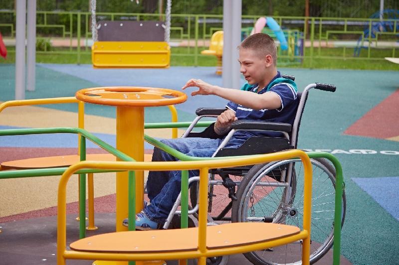 В парке Смоленска построят площадку для детей-инвалидов