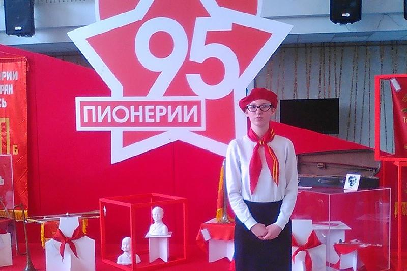 Школьницу из Смоленска наградили в Москве
