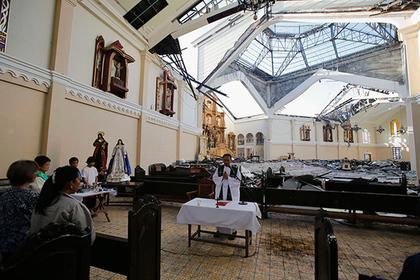 На Филиппинах боевики взяли в заложники священника и прихожан церкви