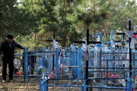 Смолянин, торговавший местами на кладбище, получил условный срок