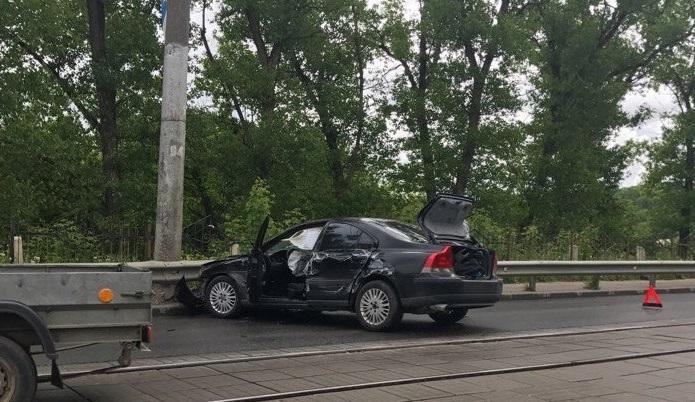 В Смоленске на ул. Дзержинского столкнулись инкассаторский и легковой автомобили