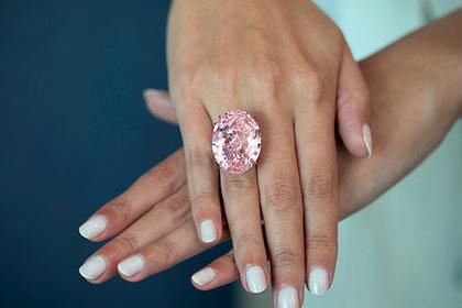 Купленное за 13 долларов кольцо продали на аукционе за 854 тысячи долларов