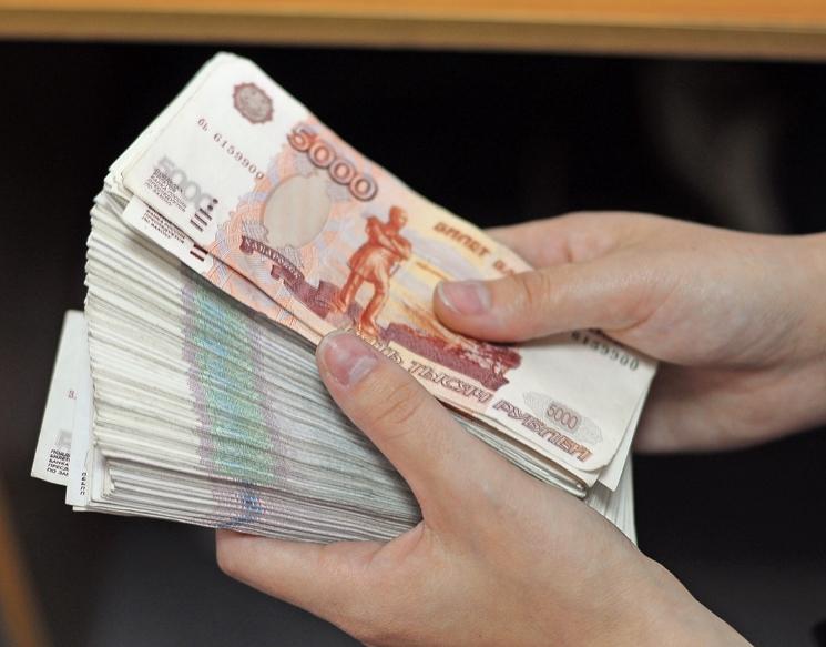 Смолянка унесла с работы полмиллиона рублей