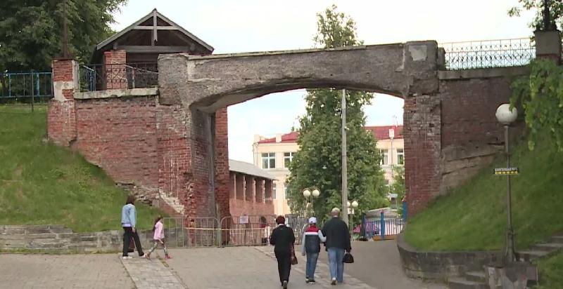 В смоленском парке разрушается мост