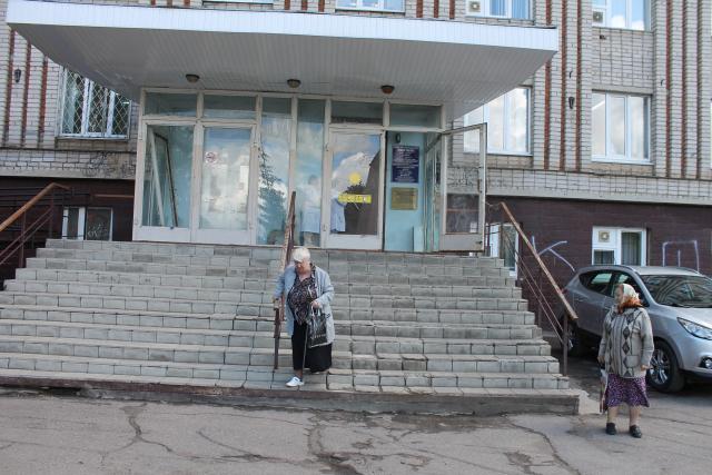 Активисты Народного фронта проверили организацию доступной среды в лечебных учреждениях Смоленска