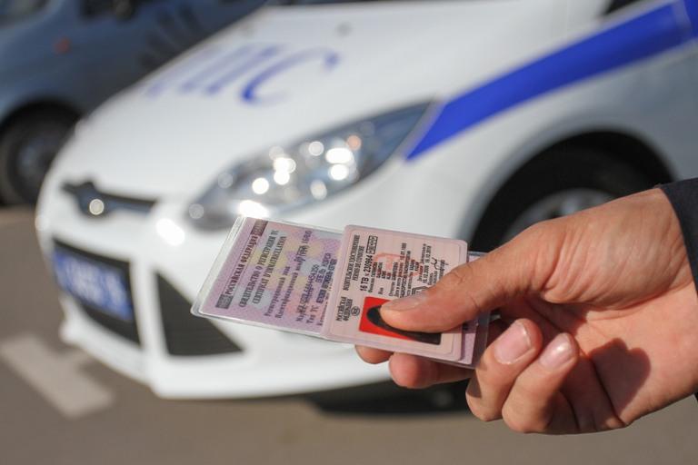 В Смоленской области задержали водителя, три года ездившего по поддельным правам