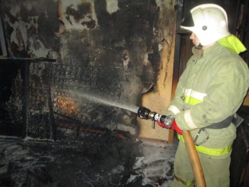 В Смоленске при пожаре пострадали женщина и двое подростков