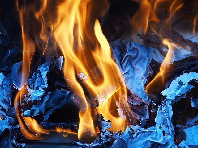 Смолянка пострадала при пожаре в собственной квартире