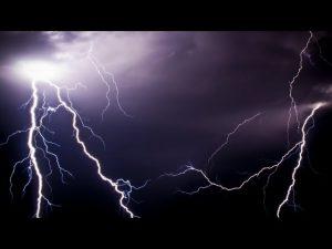 В Смоленской области объявили «желтый» уровень опасности из-за грозы