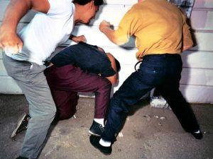 Двое смолян избили и ограбили собутыльника