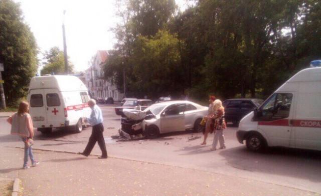 В центре Смоленска произошло ДТП с пострадавшими