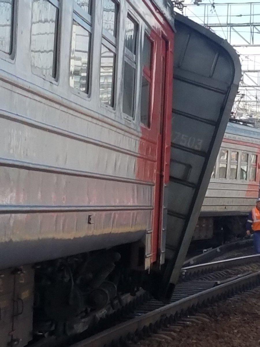 На Курском вокзале сошел с рельсов вагон электрички