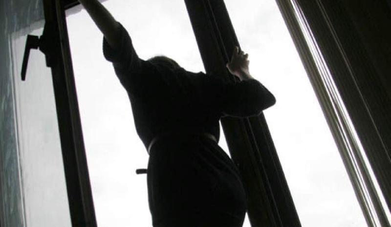В Ярцево женщина разбилась насмерть, упав с высоты 11-го этажа