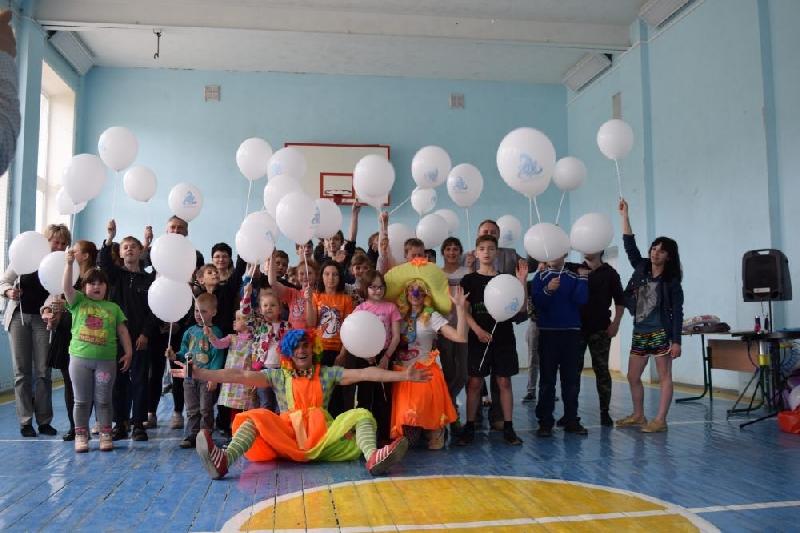 «СмоленскАтомЭнергоСбыт» подарил воспитанникам дома-интерната детский праздник