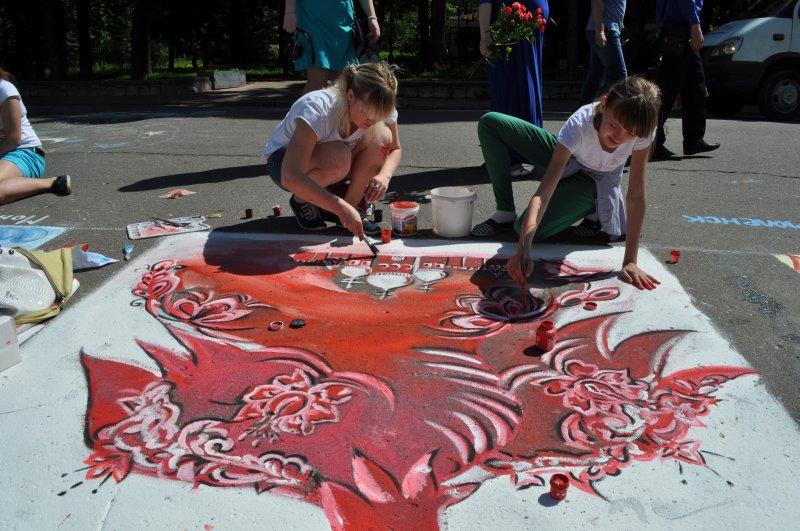 Юные смоляне распишут площадку возле памятника «Федору Коню»