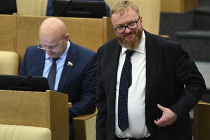 Милонов попросил Минздрав запретить рекламу грудных имплантатов