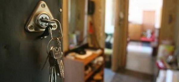 Жителя Смоленска за долги выселили из квартиры