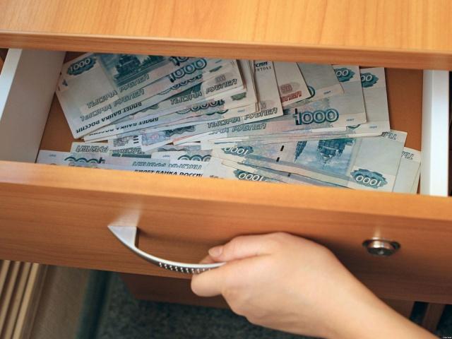 В Смоленске директор фирмы похитила 800 тысяч рублей