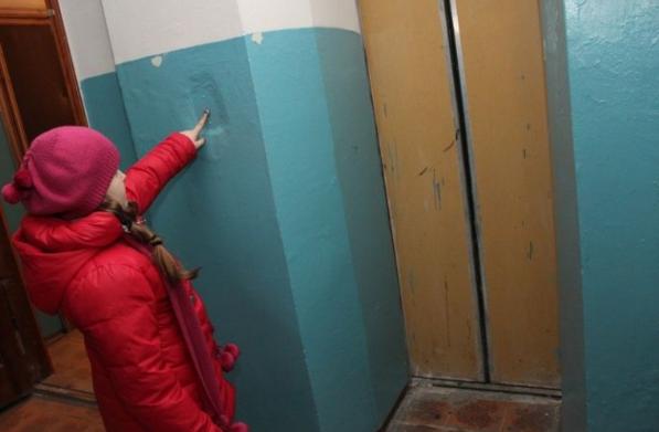 В Смоленске в микрорайоне Королевка отремонтировали лифты