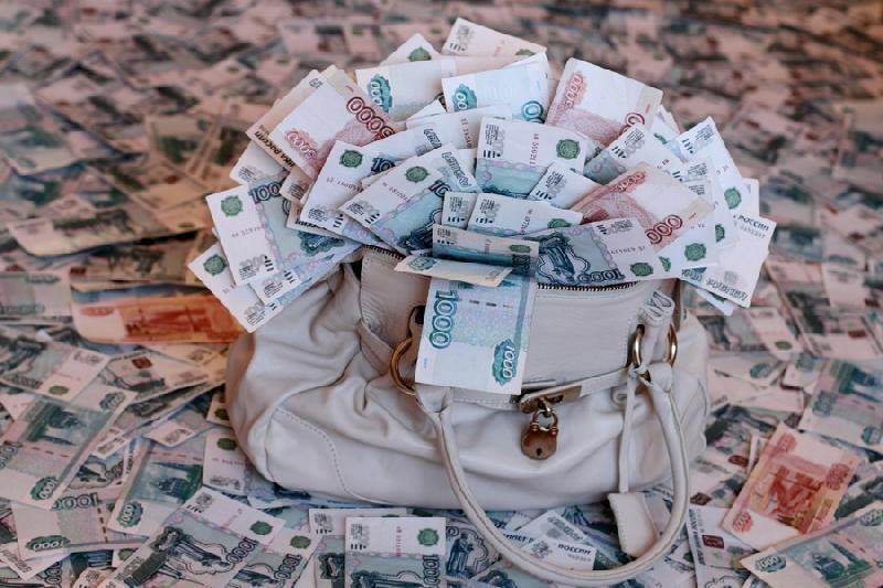 Сколько нужно зарабатывать смолянам, чтобы не считать себя бедными