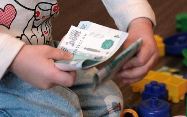 В Смоленске алиментщик отдал все деньги приставу, испугавшись уголовного дела