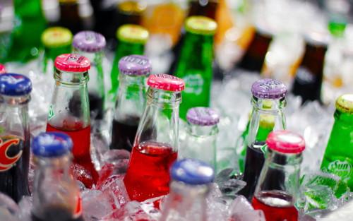 Смоленским магазинам рекомендовали ограничить продажу напитков в стеклянных бутылках