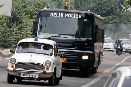 Индиец застрелил жену за поздно поданный обед