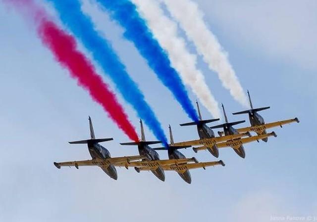Вяземская пилотажная группа «Русь» показала свое мастерство над Бородинским полем