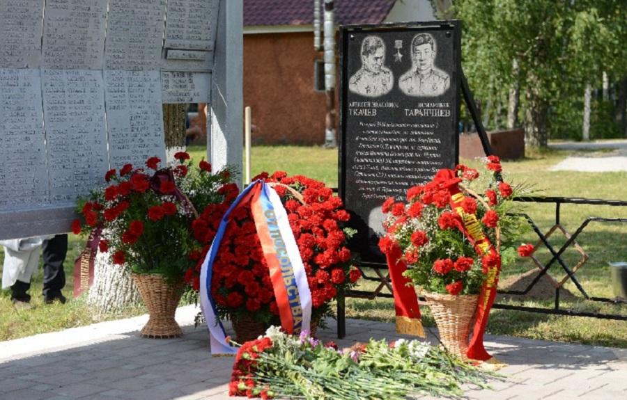 Памятный знак в честь советских летчиков установлен в Смоленской области