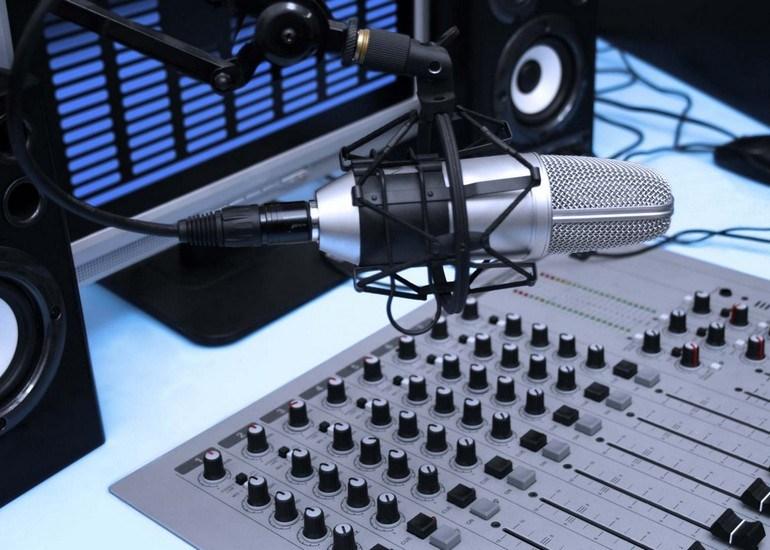 Смолян приглашают стать учениками школы радиоведущих