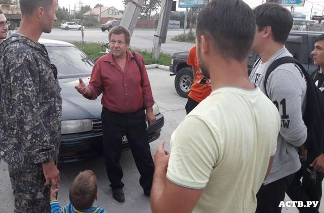 Жители Сахалина собрали деньги дальнобойщику из Смоленска
