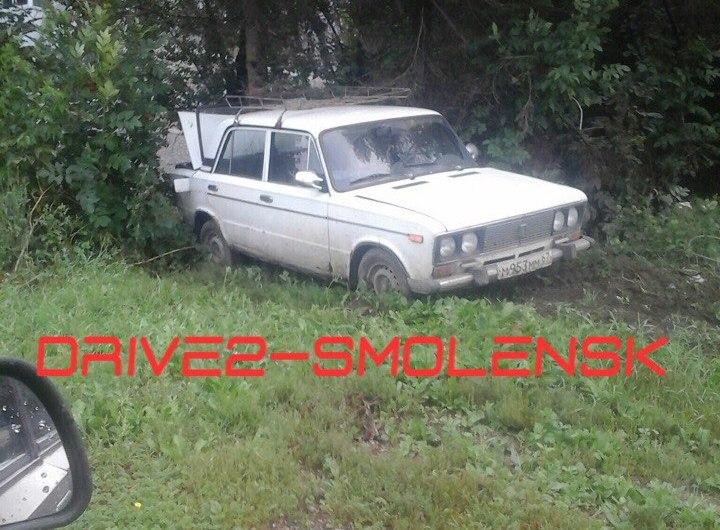 Под Смоленском водитель не удержал вазовскую «шестерку» на дороге