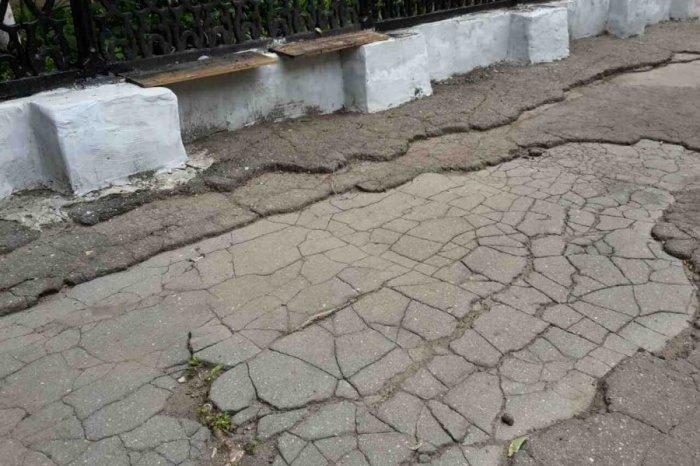Смоленские школьники пойдут учиться, перепрыгивая дорожные ямы