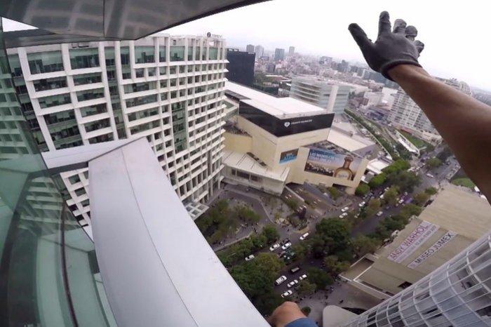 «Русский спайдермен» покорил крышу небоскреба в Мексике
