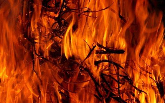 Возгорание на Чуриловском переулке в Смоленске. На гашение огня выезжали 20 спасателей