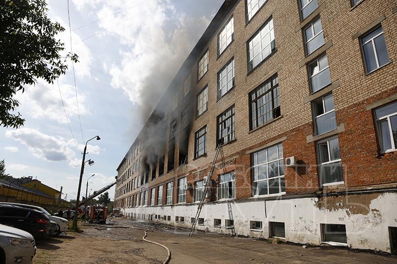 Прокурор: «Несколько гидрантов, из которых планировалось тушить пожар на смоленской фабрике «Шарм», не работали»