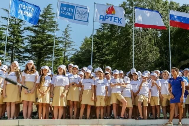 Смоленские школьники приняли участие в почтовой смене Артека