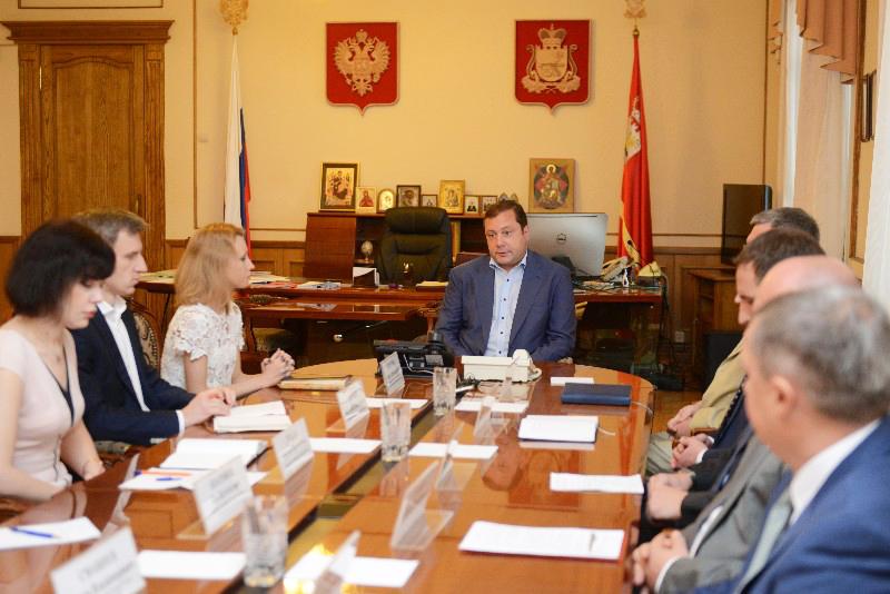 Алексей Островский пообещал поддержку работникам фабрики «Шарм» в Смоленске