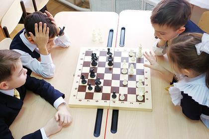 Васильева призвала играть в школах в шахматы