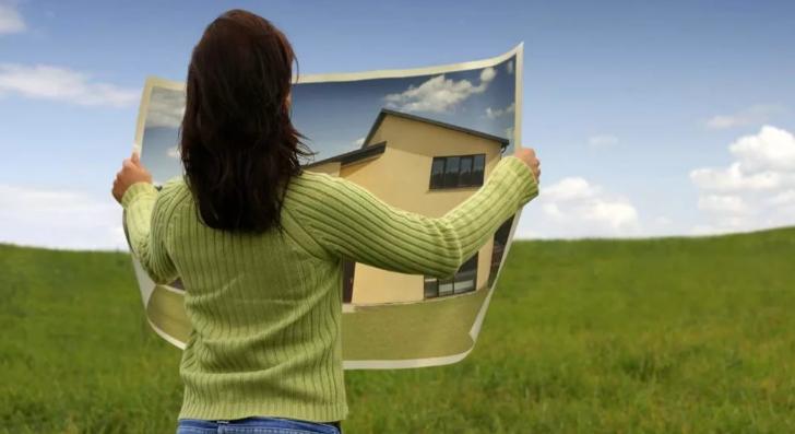 Смоленским многодетным семьям бесплатно предоставляют землю под строительство жилья