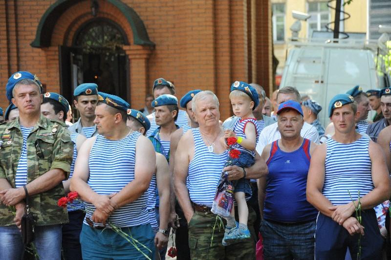В Смоленске прошел митинг в честь Дня Воздушно-десантных войск