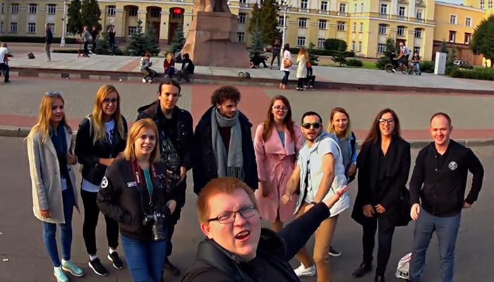 На площади Ленина прошёл слёт самых влюбленных в себя смолян
