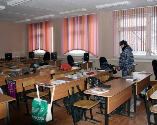 В Смоленске учеников школы эвакуировали из-за подозрительной сумки