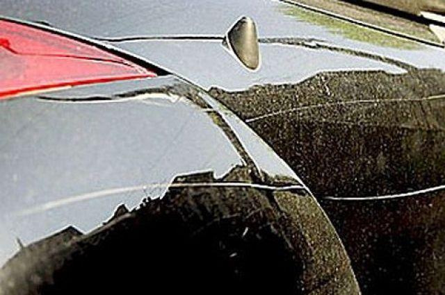 В Ярцеве неизвестный вандал испортил девять автомобилей