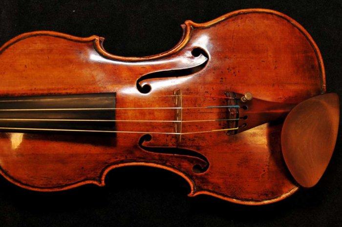 Смолян приглашают послушать скрипку Гварнери